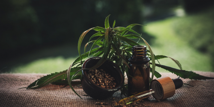 4 Skincare Benefits of Hemp Seed Oil